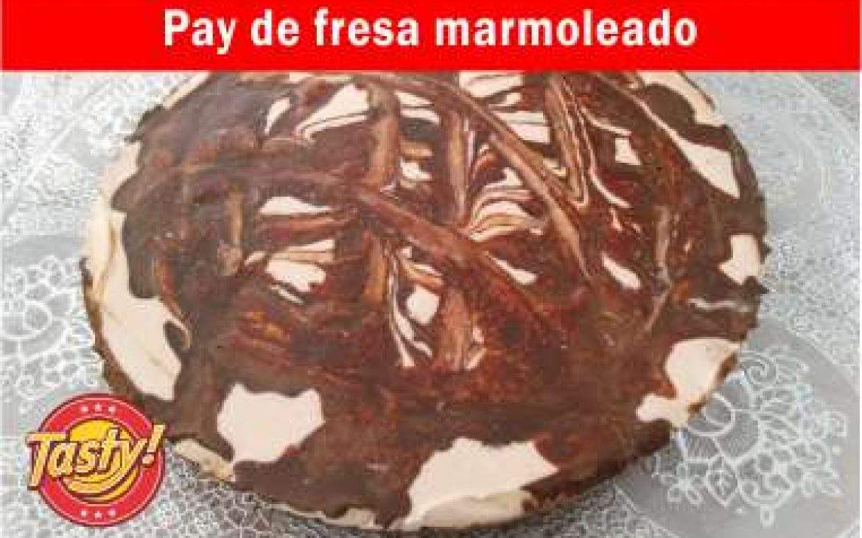 Pay de fresa marmoleado sin horno