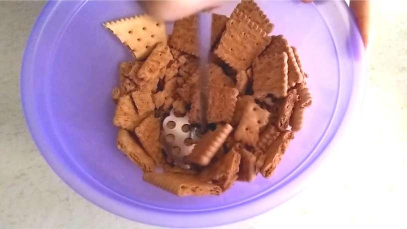 Tritura las galletas