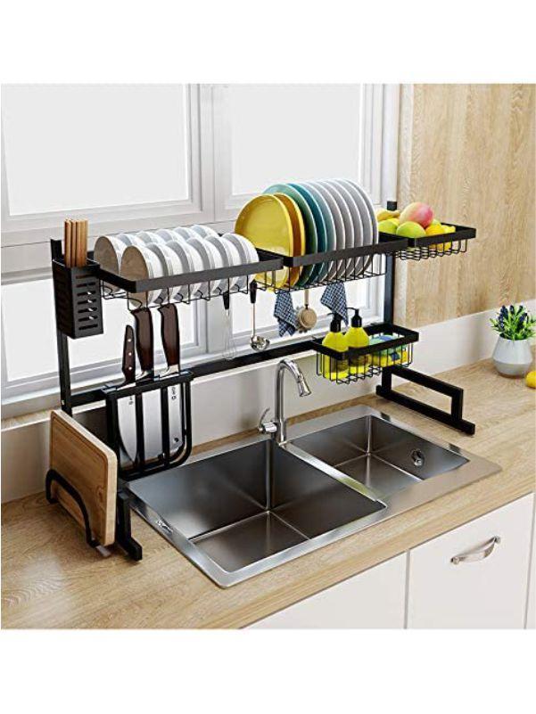Escurridor de platos sobre el fregadero
